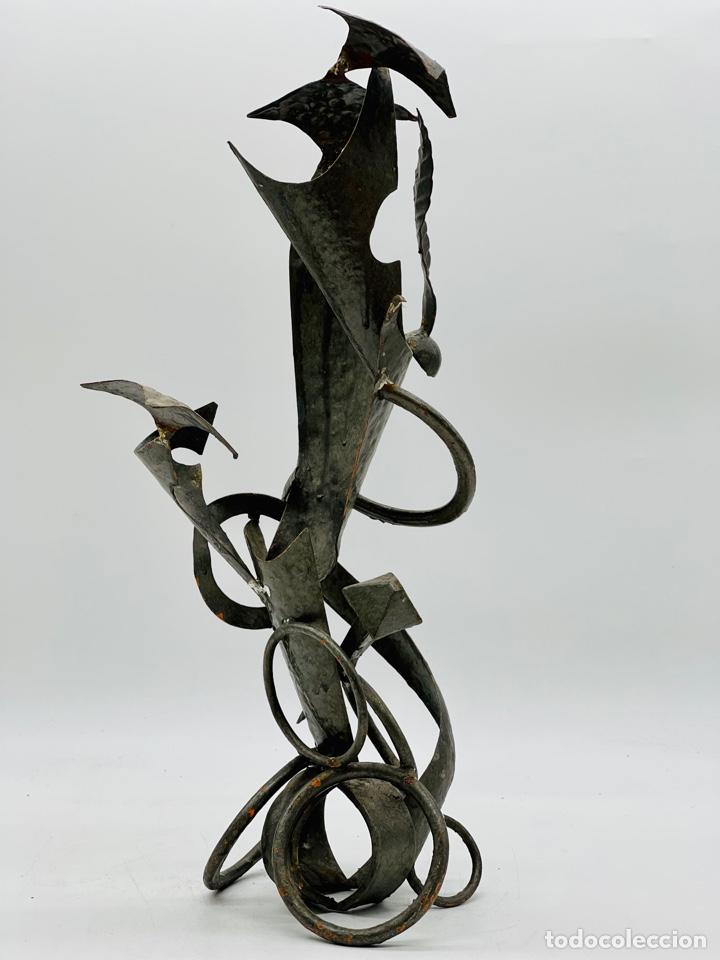 ESCULTURA SURREALISTA ANTIGUA (Arte - Escultura - Hierro)