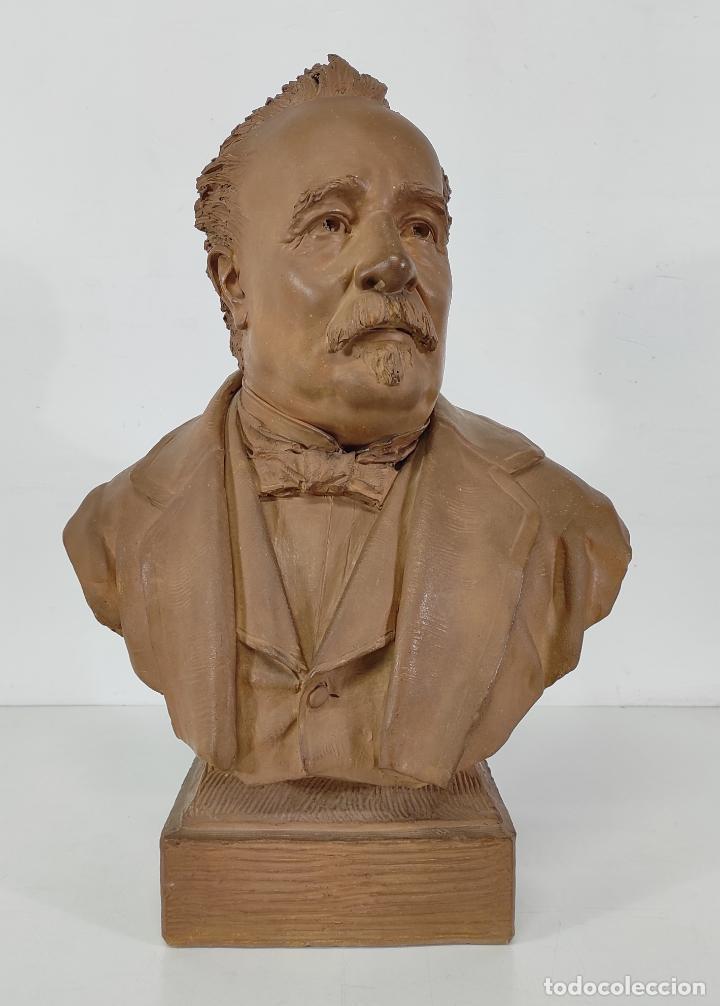 MIGUEL BLAY Y FÁBREGA (OLOT 1866 - MADRID 1936) - ESCULTURA, BUSTO NARCÍS FAGES DE ROMÀ - FIRMA 1887 (Arte - Escultura - Terracota )