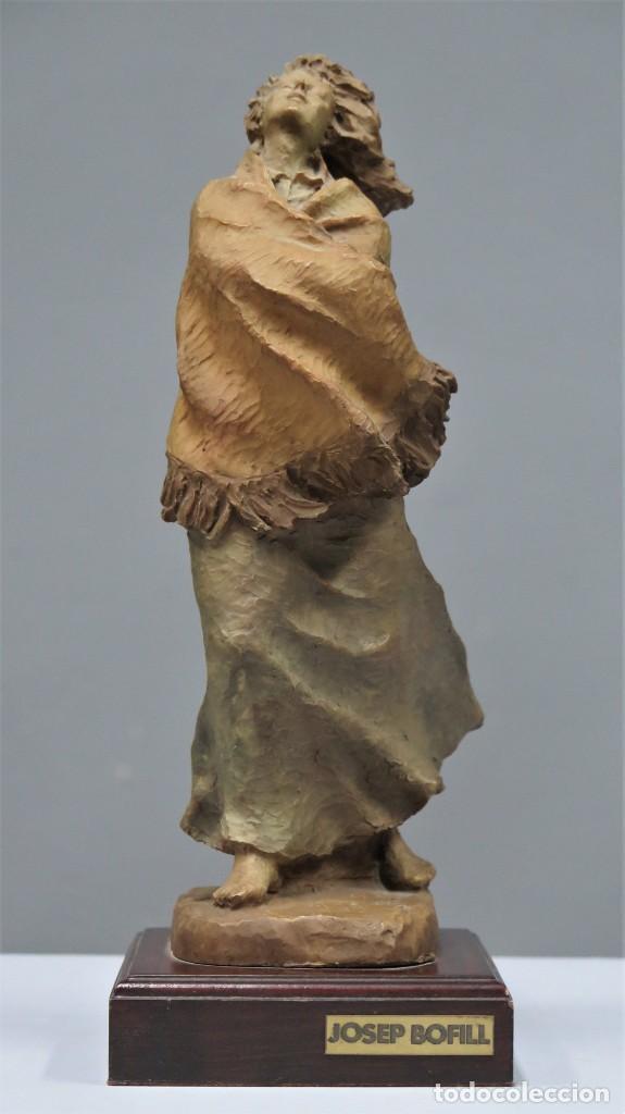 MUJER. RESINA POLICROMADA. JOSEP BOFILL (Arte - Escultura - Resina)