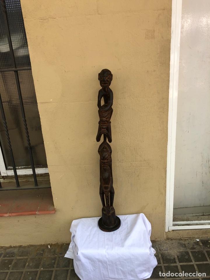 CURIOSA ESCULTURA AFRICANA MADERA TALLADA GRANDES DIMENSIONES MÁS DE 1 METRO. VER FOTOS (Arte - Escultura - Madera)