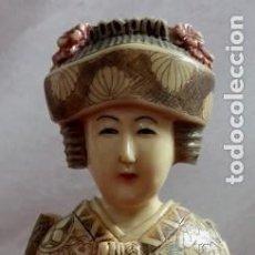 Arte: FIGURA DE HUESO MUJER CHINA SOSTENIENDO ABANICO 30 CM. ALTURA. Lote 269258493
