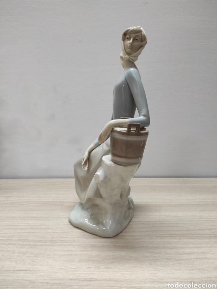 Arte: Figura porcelana policromada mujer NAO - Foto 3 - 271033233