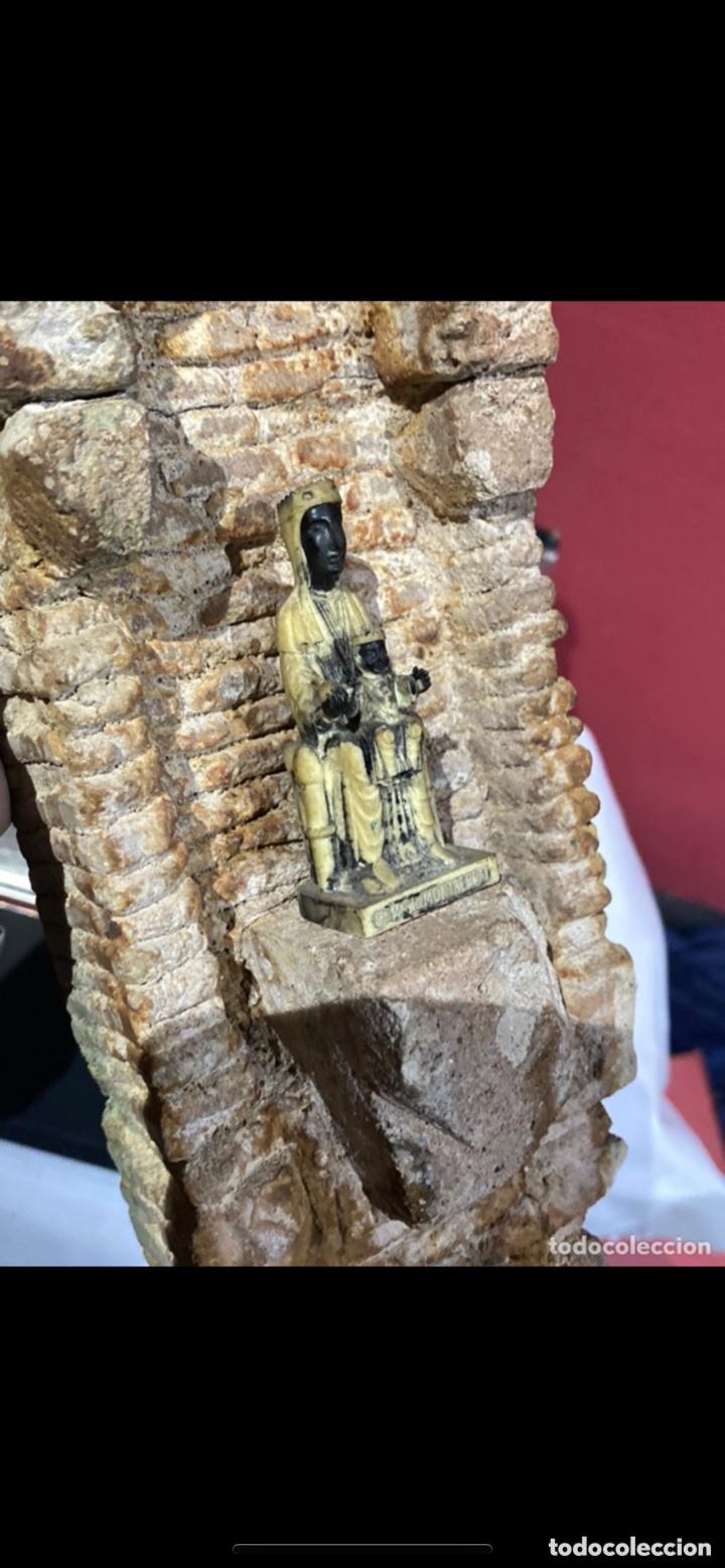 Arte: Curiosa escultura de piedra tallada firmada con figura virgen negra de Monserrat. Ver las fotos - Foto 7 - 271685148