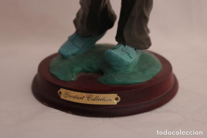 Arte: Original escultura de resina de un payaso con gabardina - Greatart Collection - Foto 4 - 273170323