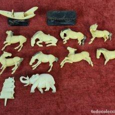 Arte: CONJUNTO DE 10 ANIMALES Y BARCO EN HUESO TALLADO. CIRCA 1920.. Lote 276442408