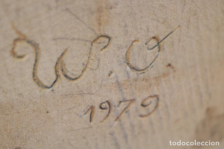 Arte: Muy antigua escultura de un explorador clavando una bandera - hecha en madera - firmada w.o. - 1979 - Foto 14 - 277095938