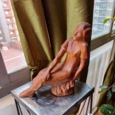 "Arte: CASTEJON ""JOVEN DESCANSANDO""ESCULTURA DE TERRACOTA 1925. Lote 277456123"