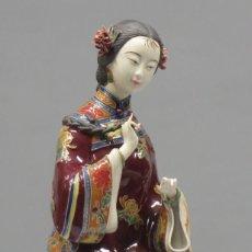 Arte: MUJER CHINA PEINANDOSE. PORCELANA. CHINA. Lote 278363533