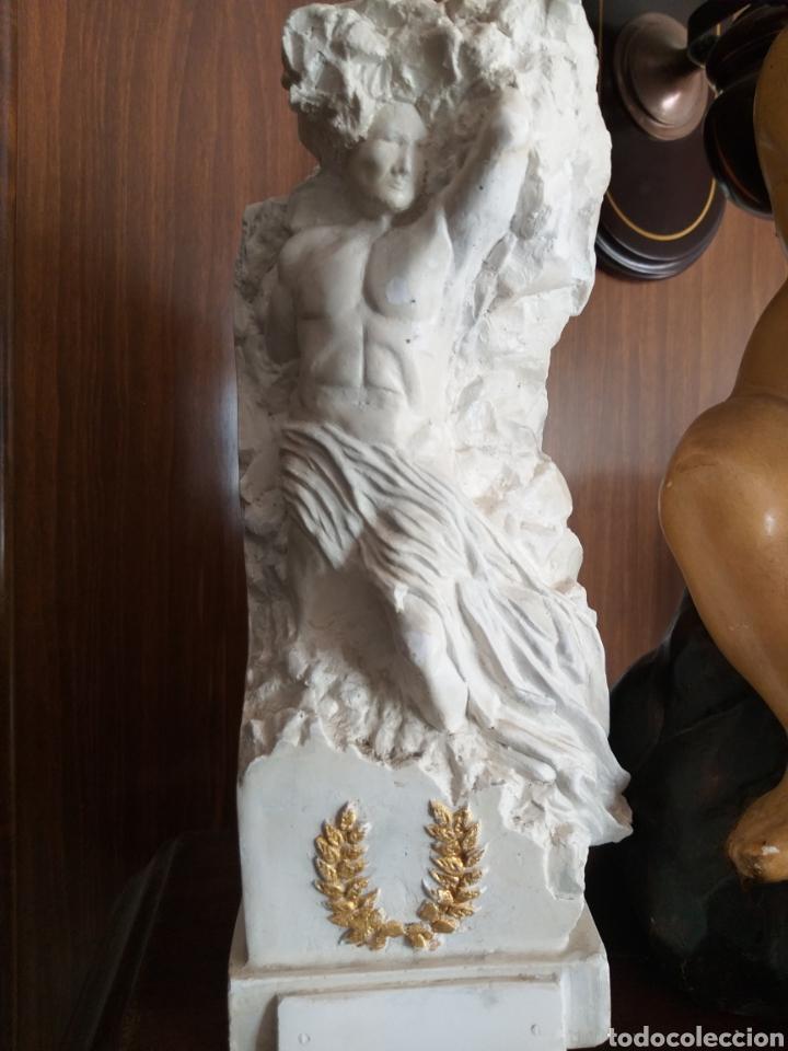 FIGURA (Arte - Escultura - Piedra)