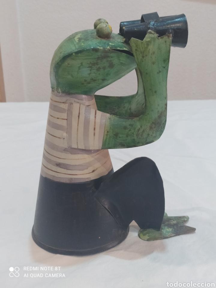 Arte: Antigua figura de hierro pintada rana con prismáticos - Foto 2 - 284574618