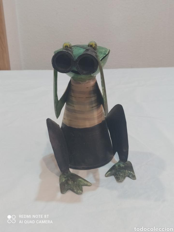 Arte: Antigua figura de hierro pintada rana con prismáticos - Foto 3 - 284574618