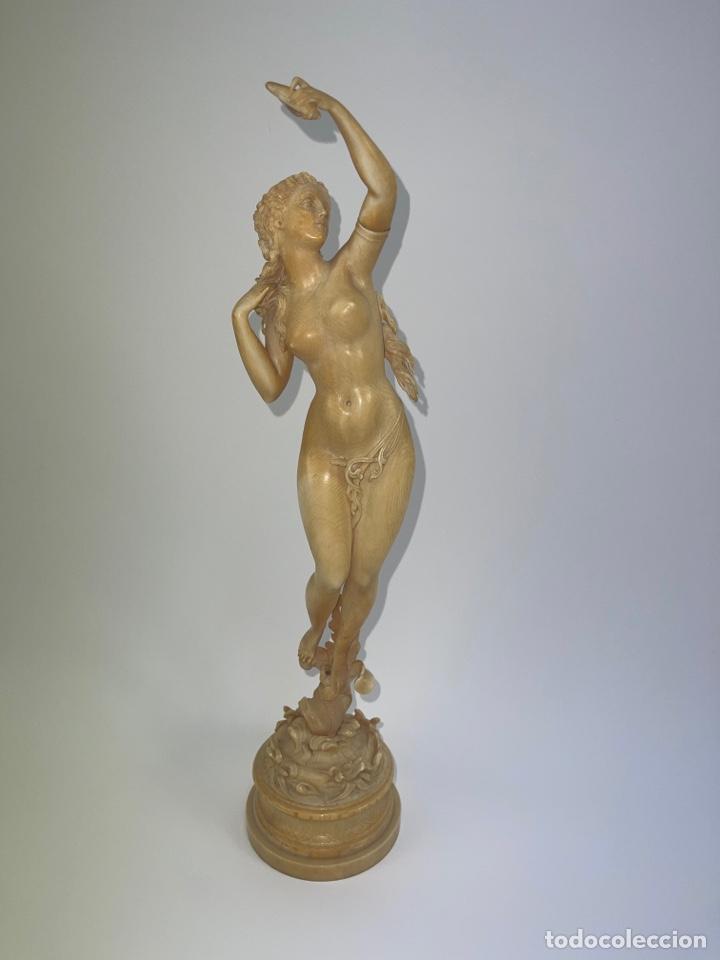 ESCULTURA DAMA DESNUDA CON CARACOLA. TALLA EUROPEA DE MARFIL. S.XIX. (Arte - Escultura - Marfil)