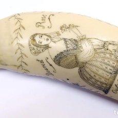 Arte: SCRIMSHAW, GRABADO SOBRE RESINA. IMAGEN NAVAL Y ROMÁNTICA. Lote 285993643