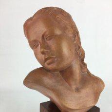 Arte: PRECIOSA ESCULTURA DE TERRACOTA BARRO- FIRMADO ALEXANDRE- BUSTO DE MUJER, AÑOS 30-40'S-. Lote 286999018