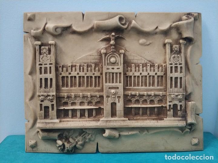 FACHADA EN RELIEVE DE LA ESTACION TREN DEL NORTE DE VALENCIA CON FIRMA DE I. FRANCES (Arte - Escultura - Resina)