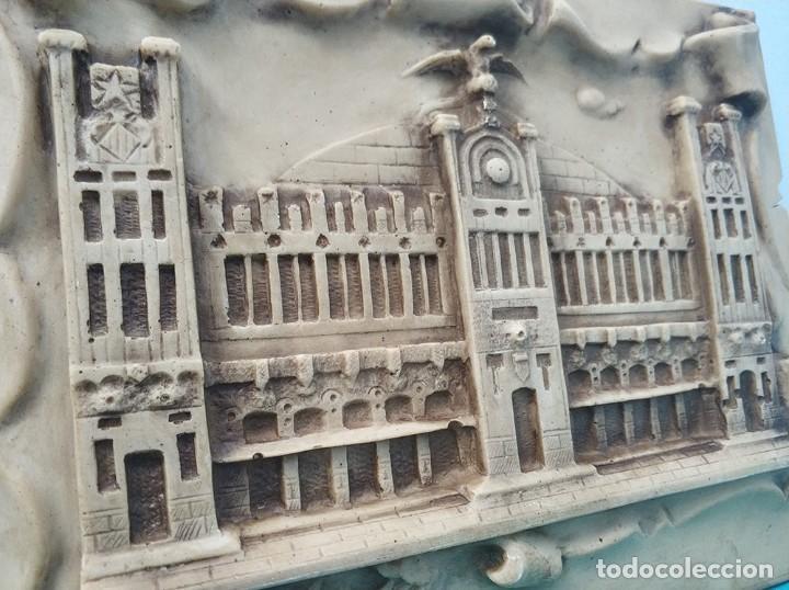 Arte: Fachada en relieve de la Estacion tren del Norte de Valencia con firma de I. Frances - Foto 4 - 287443418