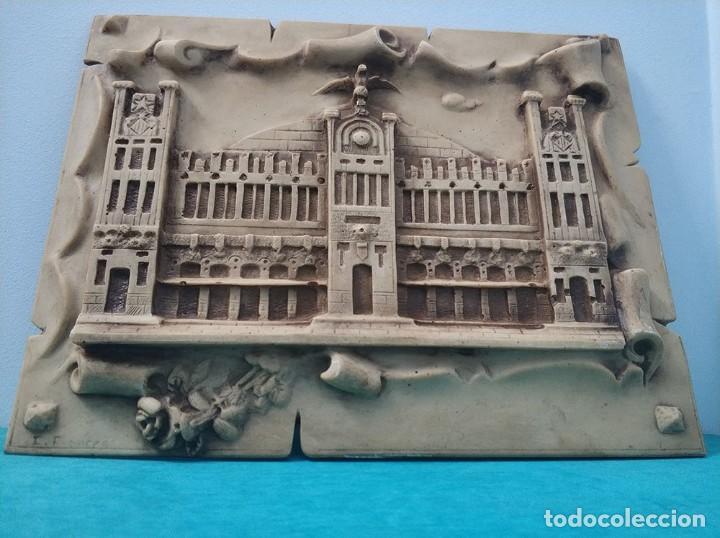 Arte: Fachada en relieve de la Estacion tren del Norte de Valencia con firma de I. Frances - Foto 6 - 287443418