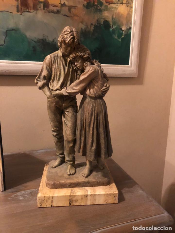 """ESCULTURA RESINA JOSEP BOFILL """"JUNTOS POR EL CAMINO """" (Arte - Escultura - Resina)"""