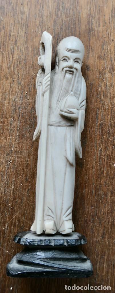 ANTIGUA PEQUEÑA TALLA DE HUESO MADE IN HONG KONG CON SELLO- 10 CM - CON BASE 12 CM (Arte - Escultura - Hueso)