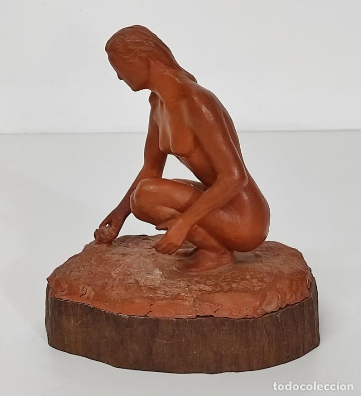 Arte: Bonita Escultura - Figura en Terracota - Peana de Madera - Foto 3 - 288068313