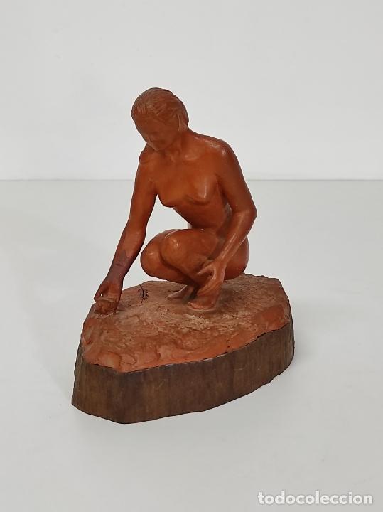 Arte: Bonita Escultura - Figura en Terracota - Peana de Madera - Foto 13 - 288068313
