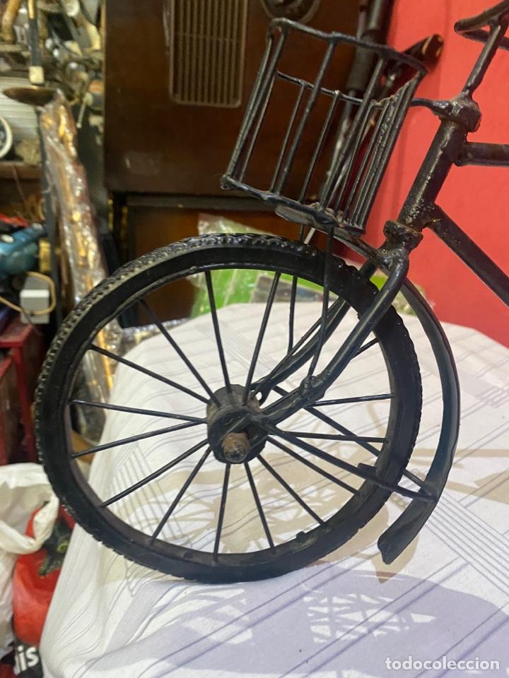Arte: Escultura bicicleta de hierro hecha a mano (45 x 27 cm ) . Buen estado Ver las medidas en fotos - Foto 2 - 289573488