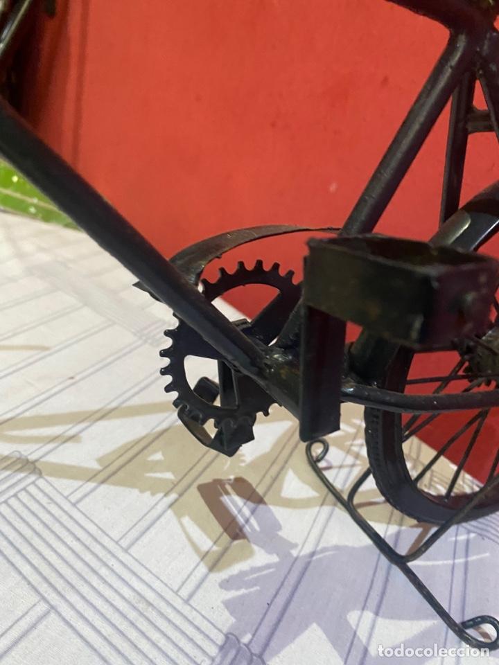 Arte: Escultura bicicleta de hierro hecha a mano (45 x 27 cm ) . Buen estado Ver las medidas en fotos - Foto 5 - 289573488