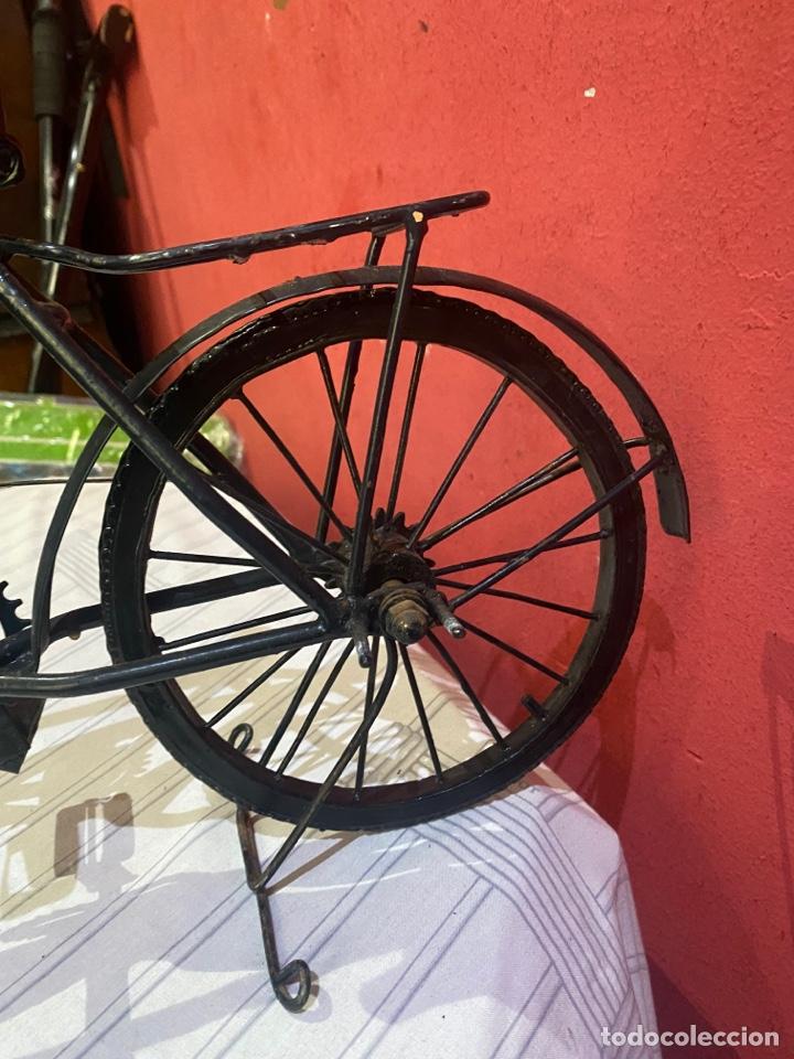 Arte: Escultura bicicleta de hierro hecha a mano (45 x 27 cm ) . Buen estado Ver las medidas en fotos - Foto 6 - 289573488