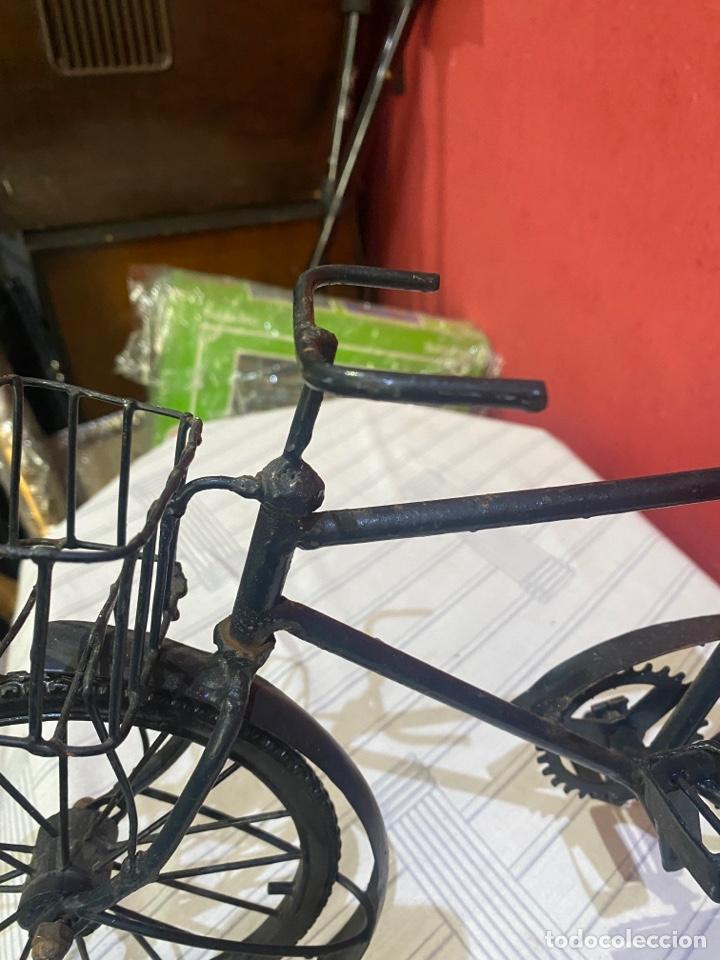 Arte: Escultura bicicleta de hierro hecha a mano (45 x 27 cm ) . Buen estado Ver las medidas en fotos - Foto 8 - 289573488