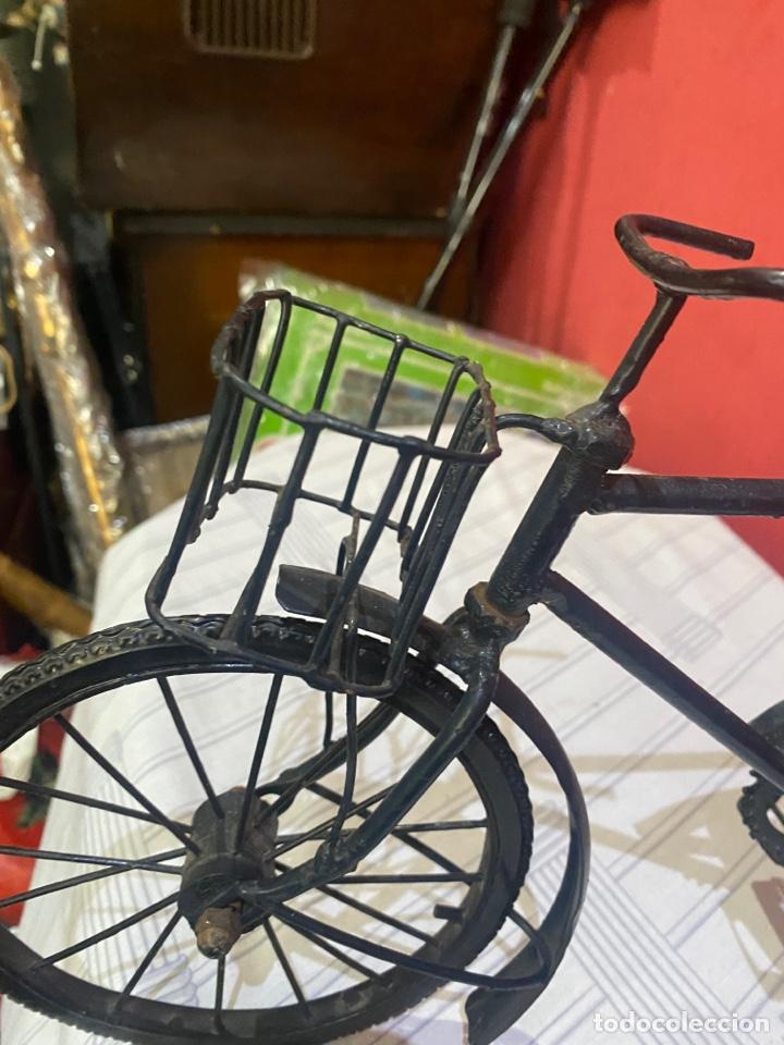 Arte: Escultura bicicleta de hierro hecha a mano (45 x 27 cm ) . Buen estado Ver las medidas en fotos - Foto 9 - 289573488