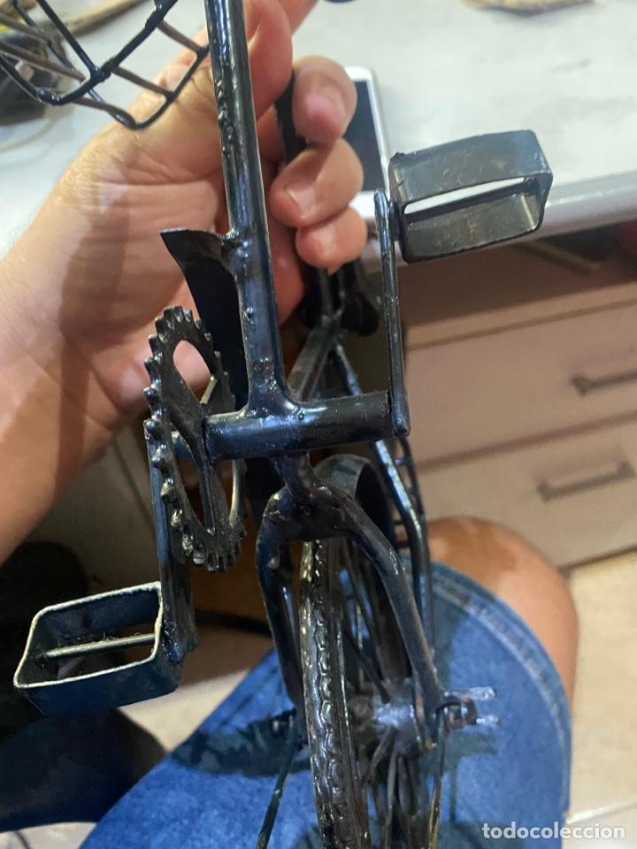 Arte: Escultura bicicleta de hierro hecha a mano (45 x 27 cm ) . Buen estado Ver las medidas en fotos - Foto 16 - 289573488