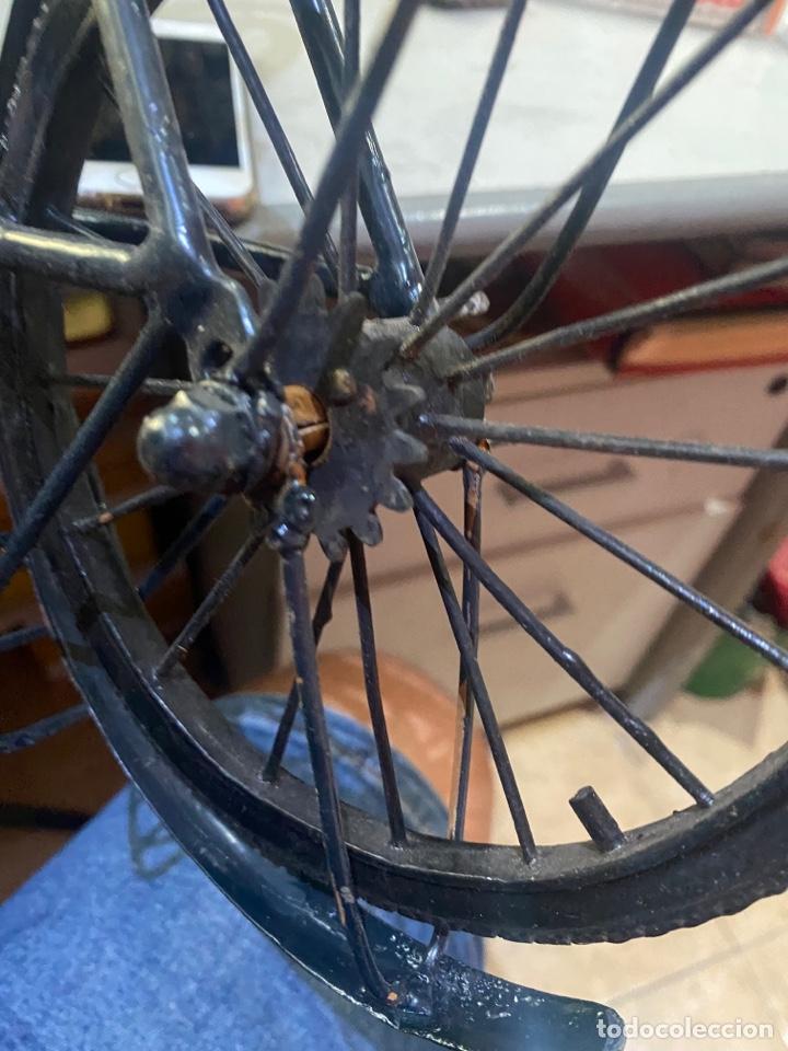 Arte: Escultura bicicleta de hierro hecha a mano (45 x 27 cm ) . Buen estado Ver las medidas en fotos - Foto 18 - 289573488