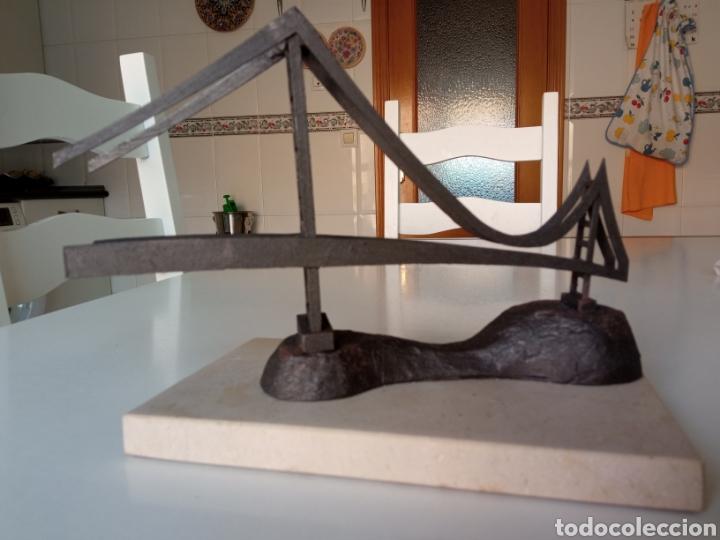 Arte: Escultura representando puente en hierro sobre base de piedra - Foto 5 - 289705768