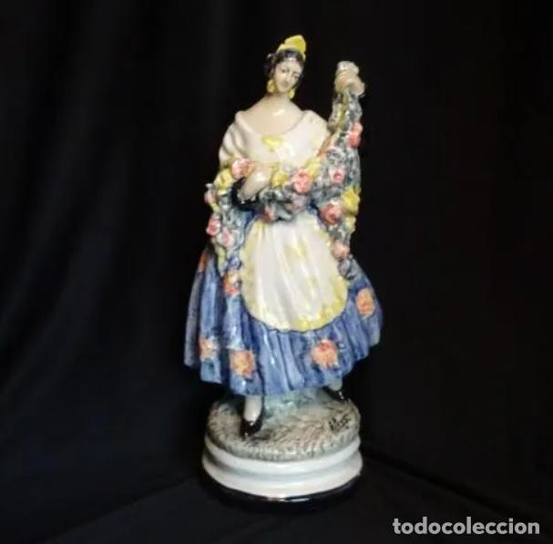 34,5 CMTS.- ANTONIO PEYRO. (1881- 1954) FIGURA EN CERAMICA VIDRIADA. FALLERA VALENCIANA. FIRMADA (Arte - Escultura - Porcelana)
