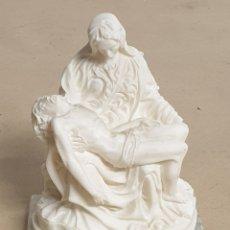 Arte: FIGURA ESCULTURA DE LA ESTATUA PIEDAD DE MIGUEL ÁNGEL EN ALABASTRO BLANCO ITALIANO Y BASE MÁRMOL. Lote 290767858