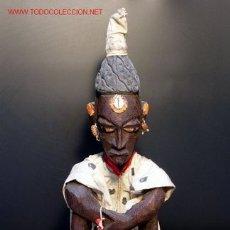 Arte: ANTIGUA E INTERESANTE ESCULTURA AFRICANA REPRESENTANO UNA ANCIANA SENTADA. Lote 26832290