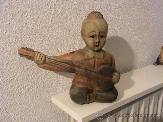 FIGURA DE MADERA CHINO TOCANDO EL LAÚD. (Arte - Étnico - Asia)