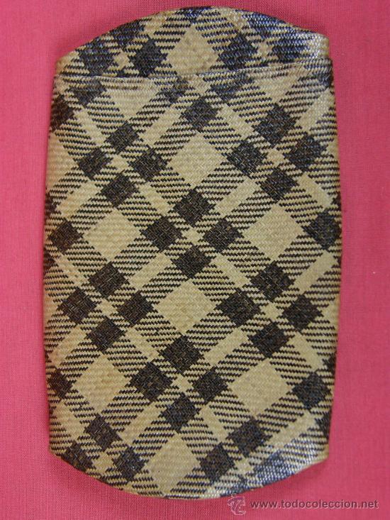 Arte: petaca estuche tabaco fibras vegetales trenzada al bies dos tonos S XIX Museo Antropología Filipinas - Foto 2 - 29989849