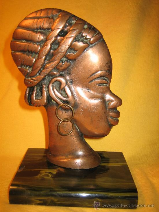 CABEZA DE MUJER AFRICANA EN METAL SOBRE PEANA DE MARMOL O MARMOLINA (Arte - Étnico - África)
