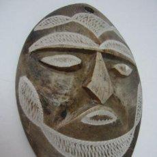 Arte: BELLA MASCARA TALLA EN PIEDRA Y GRABADA. Lote 37113184