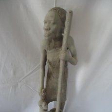 Arte: GRAN ESCULTURA FIGURA MUJER AFRICA MADERA TALLADA Y TRATADA. Lote 42517137