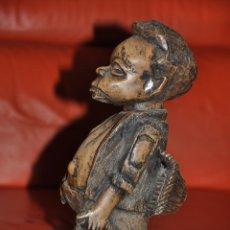 Arte: ANTIGUA Y ORIGINAL ESCULTURA REALIZADA EN MADERA PESCADOR POSIBLE AFRICA. Lote 43051654