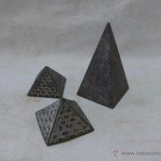 Arte: LOTE DE 3 PIRAMIDES DE BRONCE ANTIGUAS, EGIPTO, AFRICA. Lote 44193886