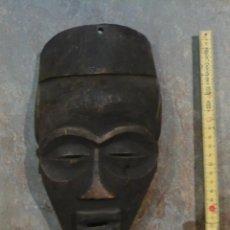 Arte: MASCARA AFRICANA DE MADERA TALLADA, 27 CM DE ALTURA, ANTIGUA BUENA FACTURA. Lote 45300832