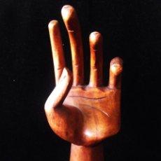 Arte: MANO DE MADERA TALLADA ARTESANALMENTE, MADERA DE BALSO, PROBABLE MODELO. Lote 45335475