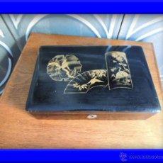 Arte: CAJA CHINA LACADA EN NEGRO CON ADORNOS FLORALES EN DORADO. Lote 38850870