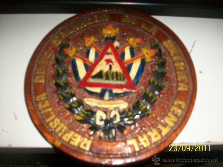 TABLILLA REDONDA TALLADA Y PINTADA A MANO. REPUBLICA DE EL SALVADOR EN LA AMERICA CENTRAL. 1821. (Arte - Étnico - América)