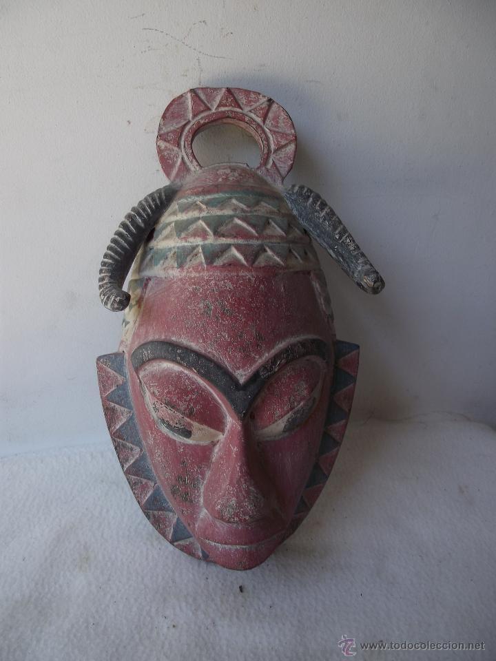 MÁSCARA DE MADERA PINTADA AFRICANA (Arte - Étnico - África)