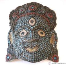 Arte: MUY ANTIGUA MASCARA TIBETANA EN FILIGRANA, TURQUESA Y CORAL ROJO. Lote 53074880