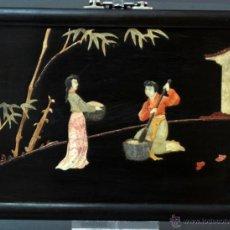 Arte: PANEL CHINO MADERA Y MARQUETERÍA PIEDRAS DURAS ESCENA COSTUMBRISTA CHINA PP S XX. Lote 51973522